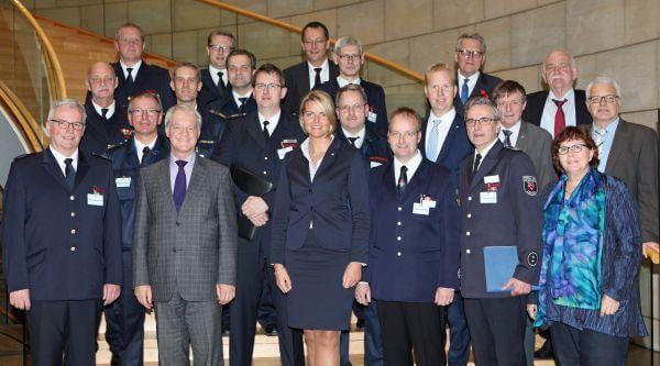 Gruppenbild beim Besuch im Landtag NRW